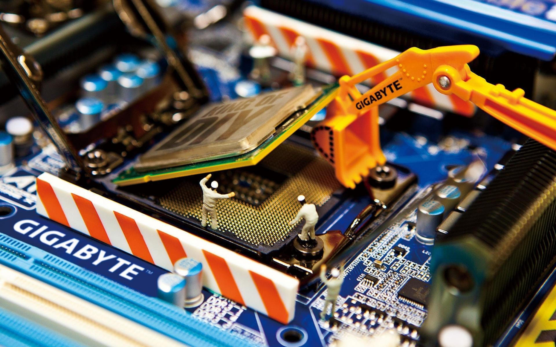 gigabyte_motherboard_installing_dolls_processor_26165_1920x1200